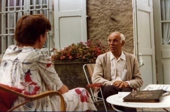Ine Droogh-Goossens op Château Grillet in gesprek met André Canet in 1981