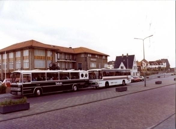 Met alle medewerkers van Zeerust en De Graaf van het Hoogveen op asperge-steekreis in 1977