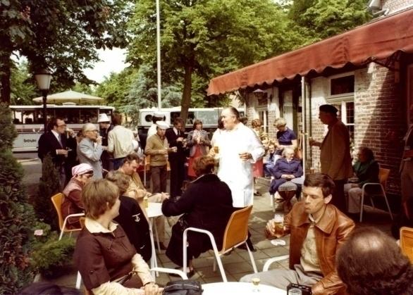 gerechten als kroepoet (balkenbrij), huidvleis (een soort zult), dreej saorte roggebroëd (drie soorten roggebrood)en Gulpener bier in restaurant Breidenbach in Grubbenvorst
