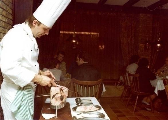 Door de samenwerking van het havenrestaurant Martinn en Martin-Air Partyservice genoten alle medewerkers 's avonds van exquise asperges en forel in De Graaf van het Hoogveen