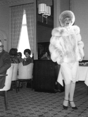 Diner met modeshow in Carlton hotel in 1976