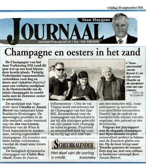 Champagne en oesters in het zand