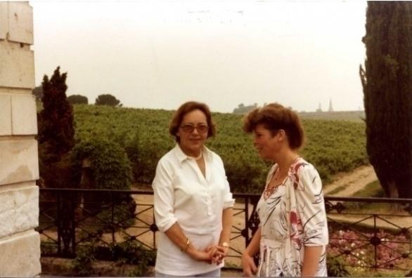 Madame Joly en Ine Droogh-Goossens op Coulée de Serrant in 1981