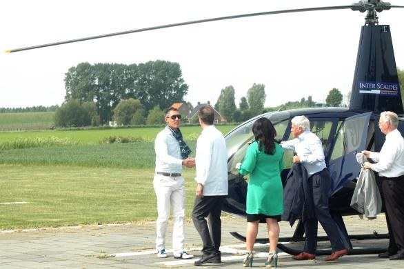 Claudia en Jannis Brevet van Manoir inter Scaldes verwelkomen Willem Kool van het Stan Huygens journaal en Edward van Vliet