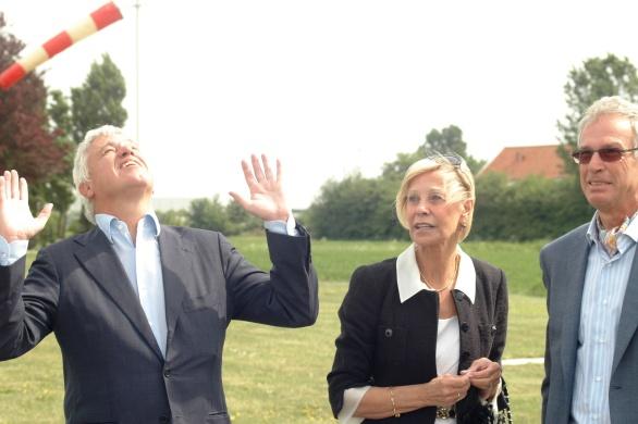 Willem Kool | Stan Huygens Journaal prijst het mooie weer op 5 mei