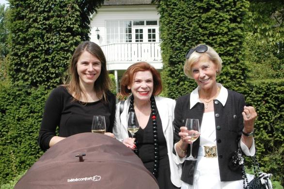 De vrouw van Cédric Emilie met Ine Goossens van Just Add Wine en Francien van Ermen