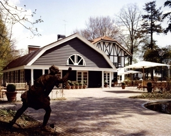 architect Mans Hofhuis ontwierp het aangebouwde gedeelte in Amerikaanse Barn stijl