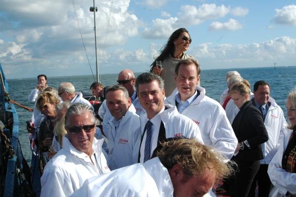 Helemaal rechts zien we mijn voortreffelijk tafelheer en burgemeester van Vught Roderick van de Mortel wiens grootvader eens burgemeester van Noordwijk was