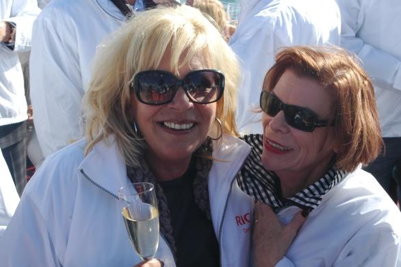 Marianne Dona is blij en gelukkig mede door de sponsoring van Champagne Inflorescence door Ine Goossens van Just Add Wine