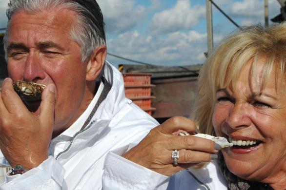 Ricoh-topman Carol Dona en zijn echtgenote Marianne zien er zo stralend uit. Voor hen is de bijzondere dag nu al geslaagd!