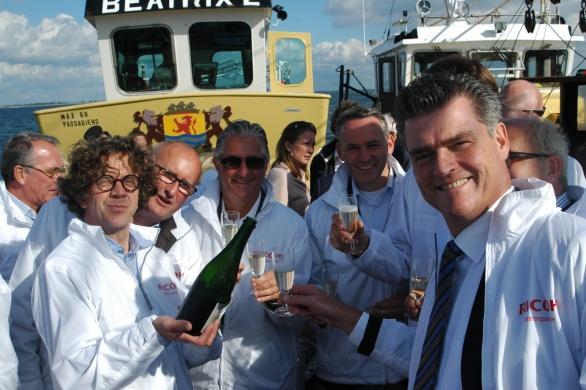 v.l.n.r. Ries van der Vlugt van Just Add Wine met Champagne Inflorescence-oud Ordina-topman Ronald Kasteel-Ricoh-topman Carol Dona-Transavia-topman Bram Gräber en guess who!