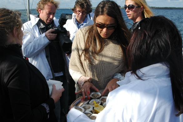 Wat een lieftallige dame die echtgenote van kunstenaar Michel Poort en ook tof gezelschap aan tafel