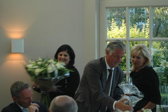 Inderdaad! Een schitterende ruiker voor Marianne en een Zebra voor Ricoh-topman Carol Dona