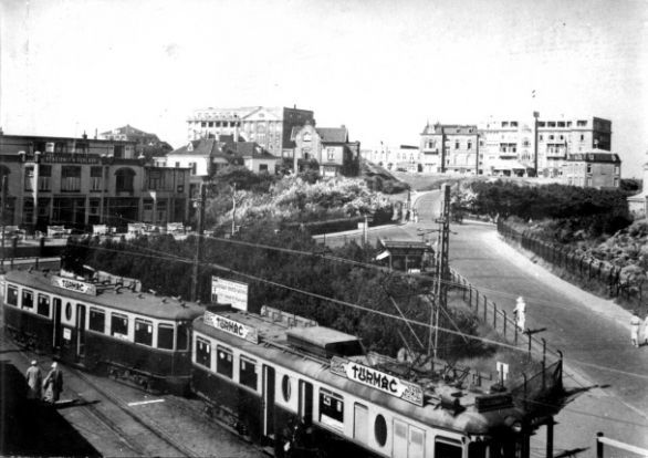 tram naar Noordwijk aan Zee met op de achtergrond Grand Hotel Huis ter Duin