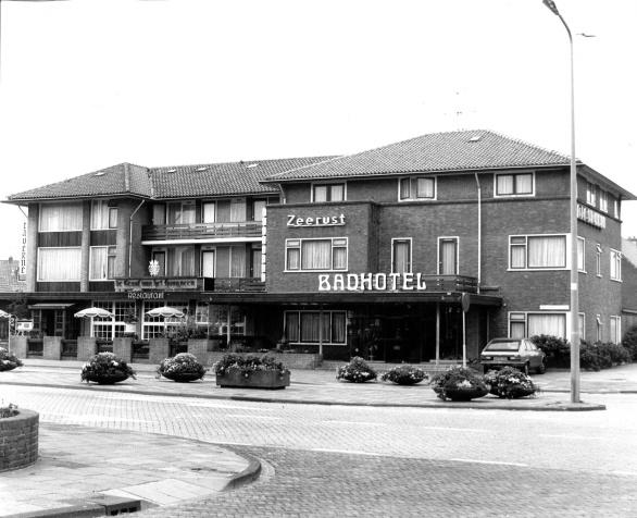 Badhotel Zeerust/De Graaf van het Hoogveen 1976