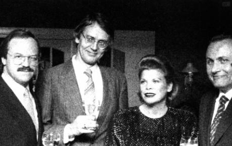 Onze nationale wijnschrijver Hubrecht Duijker overweegt nu zijn volgende standaardwerk aan Piedmonte te wijden. Er werd weer buitengewoon goed gekookt in de Graaf van het Hoogveen. Dat vond ik niet alleen, maar ook mijn buurman Heinz Winkler, de chef-kok van Tantris in München. Heinz heeft drie sterren van de Michelin-gids en behoort daarmee tot de exclusieve groep topkoks als Bocuse, Chapel, Haeberlin en Vergé. Hij kreeg die drie sterren al op 31-jarige leeftijd en was daarmee de jongste kok, die ooit zo hoog scoorde. Heinz was dik tevreden over de prestaties van zijn jonge collega in Noordwijk.